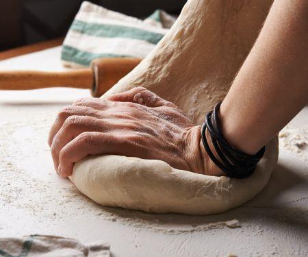 So können Sie Pizzateig selber machen |Photo: © Unsplash/ Nadya Spetnitskaya