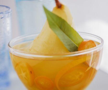 Pochierte Birnen mit Kumquats