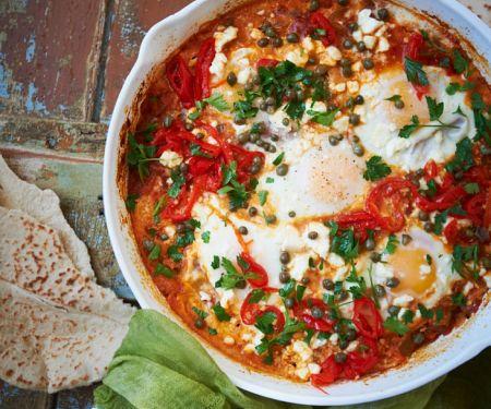 Pochierte Eier in Gemüsesauce