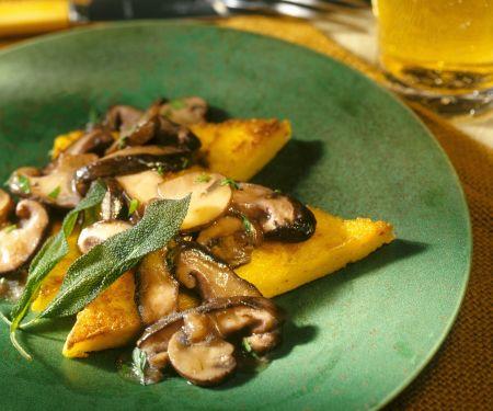 Polentaschnitten mit Pilzen und Salbei