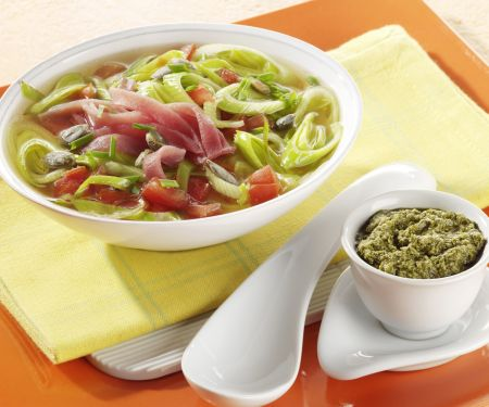 Porree-Suppe mit Lachsschinken
