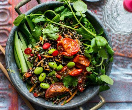 Quinoasalat mit Edamame und schwarzem Reis