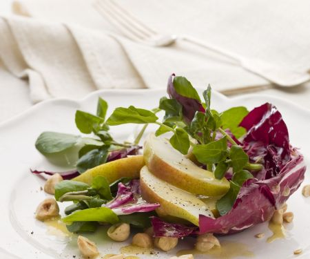 Radicchio-Birnen-Salat mit Haselnuss-Vinaigrette