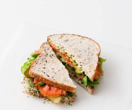 Räucherlachs-Sandwich mit Sprossen