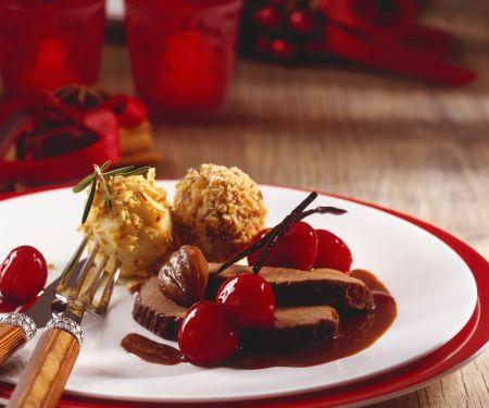 Rehschlegel mit fruchtiger Soße und Kastanienknödel