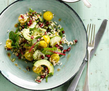 Reissalat mit Avocado und gelben Kirschtomaten