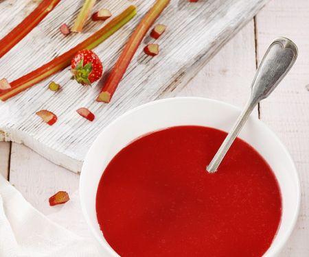 Rhabarbersuppe mit Erdbeeren