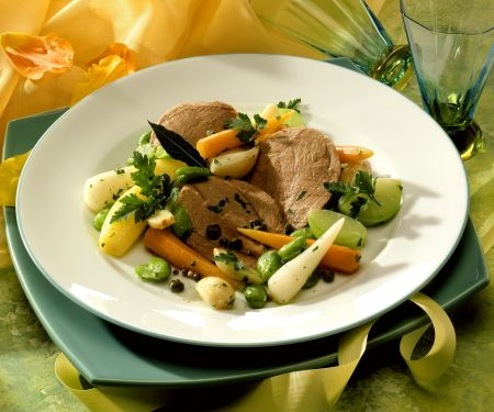 Rinderbrust mit frühlingshaftem Gemüse