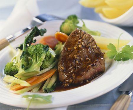 Rinderfilet mit Brokkoli und Karotten