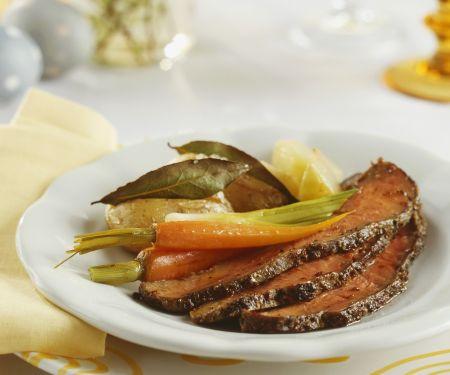 Roastbeef mit Karotten, Lauchzwiebeln und Kartoffeln