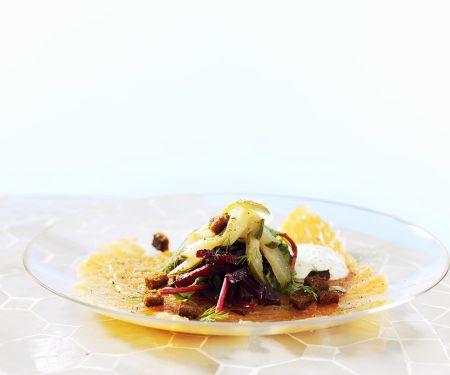 Roher Lachs mit Gemüsesalat