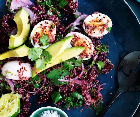 Rote-Bete-Quinoa-Salat mit Avocado und Eiern