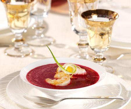 Rote Bete-Suppe mit Zander und Garnelen
