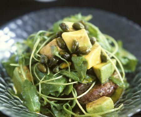 Rucola-Süßkartoffelsalat mit Avocado und Pistazien