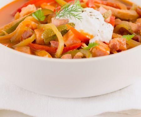 Russischer Fleisch-Gemüse-Eintopf (Soljanka)