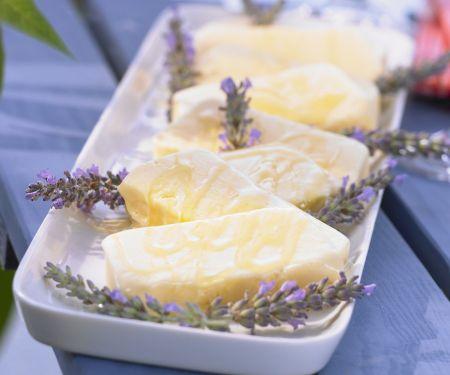 Sahniges Lavendel-Eis mit Lavendelhonig