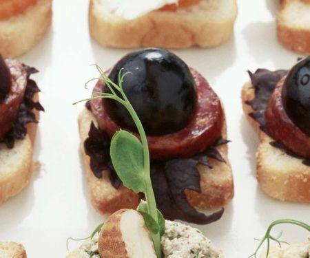 Salami-Trauben-Toasts