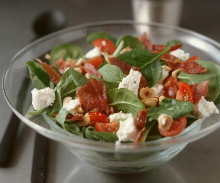 Salat aus Blattspinat mit Ziegenkäse und Bacon