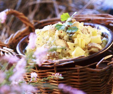 Salat aus eingelegten Pilzen
