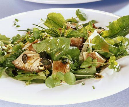 Salat aus Kräutern, Austernpilzen und Kürbiskernen