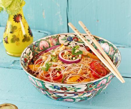Salat mit Glasnudeln und Nüssen