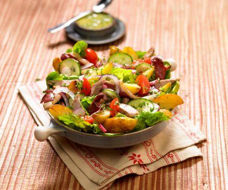 Salat mit Kaninchen und Kartoffeln