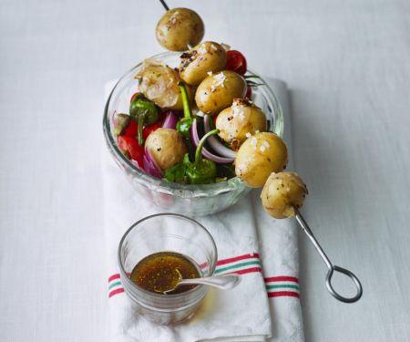 Salat mit Kartoffelspieß