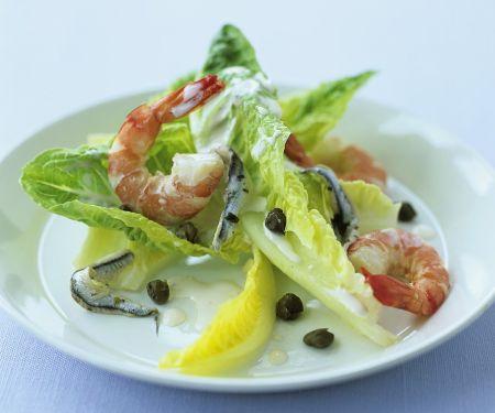 Salat mit Shrimps und Kapern