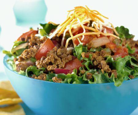 Salat mit Tacos auf mexikanische Art