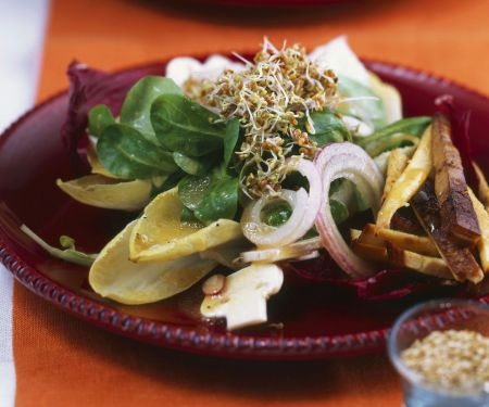 Salat mit Tofu, Champignons und Kleesprossen