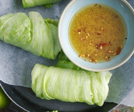 Salatrollen mit Ingwer-Dip