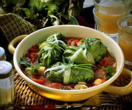 Salatrouladen mit Füllung und Lauch-Tomaten-Gemüse