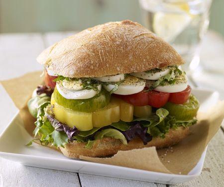 Sandwich mit Tomaten und Ei