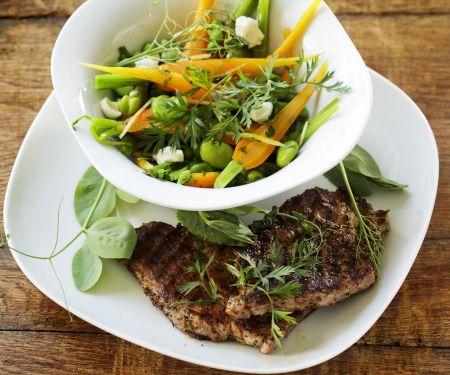 Saubohnen-Möhren-Gemüse mit Koteletts vom Grill