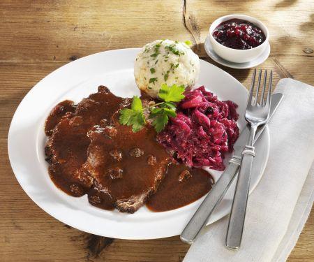 Sauerbraten mit Rotweinsauce und Semmelknödel