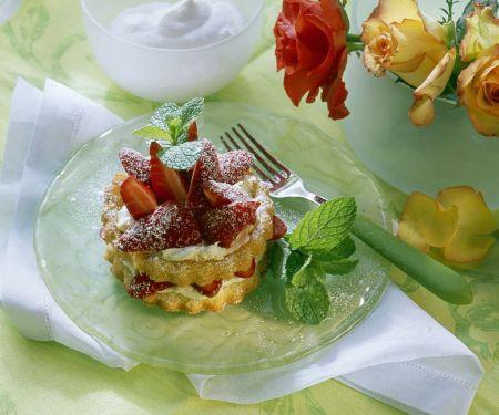 Schnelle Erdbeer-Cremetörtchen