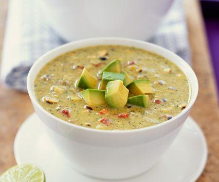 Schnelle Gemüsesuppe mit Avocado