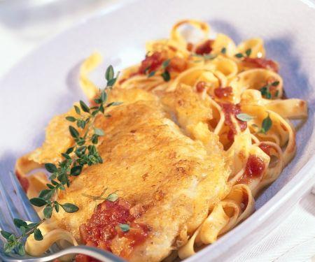 Schnitzel in Parmesanhülle mit Bandnudeln