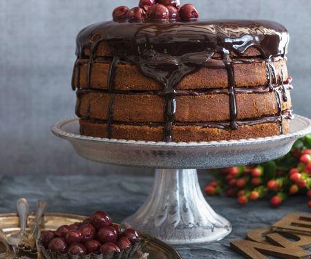 Schoko-Mandel-Torte mit Kirschen