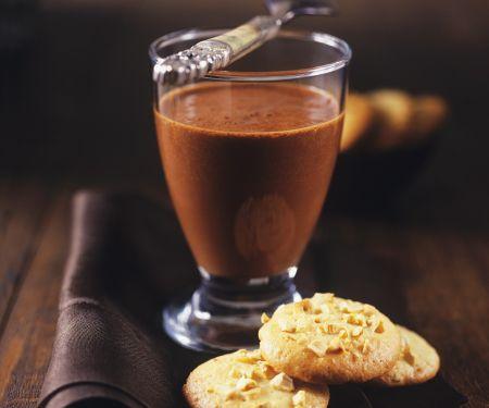 Schokoladenmousse mit Haselnussplätzchen