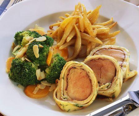 Schweinefilet im Pfannkuchenmantel mit Schupfnudeln und Gemüse