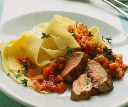 Schweinefilet mit Nudeln und Gemüsesauce