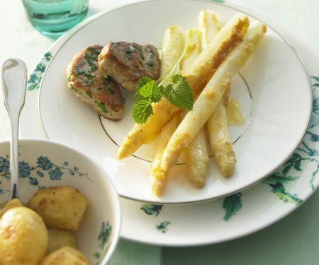 Schweinemedallions mit gratiniertem Spargel und Kartoffeln