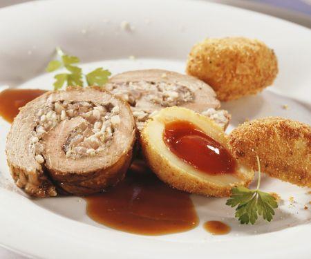 Schweinerollbraten und Kartoffeln mit Hagebutten-Füllung