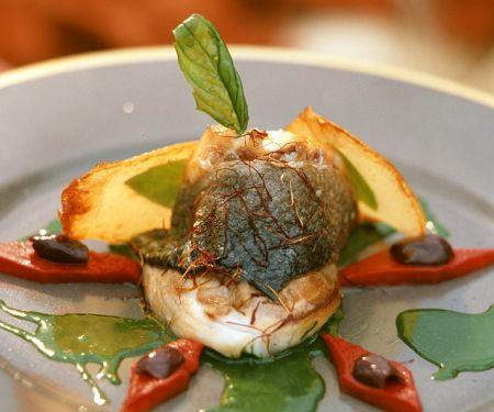 Seebarsch mit Petersiliensauce und Paprika