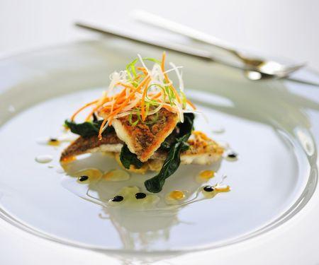 Seebarschfilet mit Gemüse