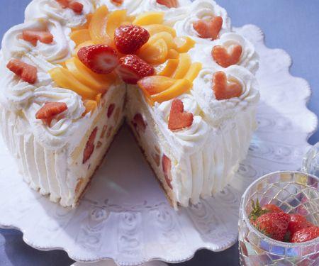 Sekttorte mit Aprikosen und Erdbeeren
