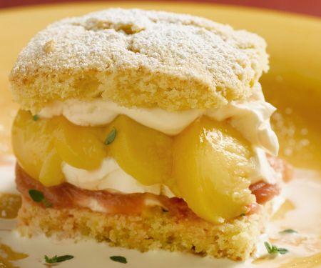 Shortcake mit Pfirsich-Rhabarber-Füllung