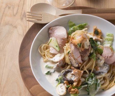 Spaghetti mit Kassler, Pilzen und Wirsing in Sahnesoße