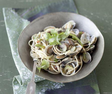 Spaghetti Vongole mit asiatischen Aromen